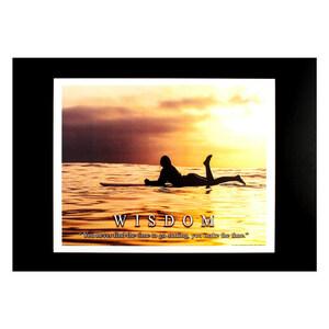 ハワイアンポスター サーフィンシリーズ WISDOM アートプリントサイズ:縦20.5×横26.1cm(コード無し)