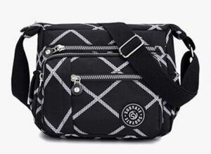 ショルダーバッグ 斜めがけ 黒 ボディーバッグ レディースバッグ iPad 斜めがけバッグ マザーズバッグ 旅行バッグ 軽量