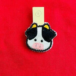 ハンドメイド 手作り ブローチ アクセサリー 刺繍 ビーズ 牛 牛柄 cow
