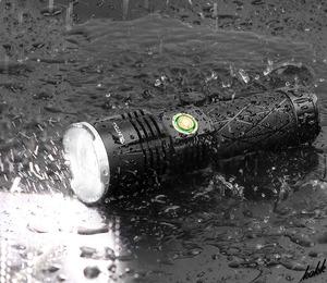 【USB入出力可能な懐中電灯】 LED 懐中電灯 5つの照明モード モバイルバッテリー機能 大容量バッテリー 防水 アウトドア 防災用ライト