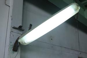 TB526インダストリアル照明 外灯 点灯確認済み◇インテリア/ライト/ランプ/DIY/建材/シャビー/蛍光灯/FL20S/古道具タグボート