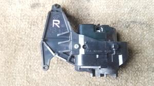 O#972 プリウス DAA-ZVW30 平成21年6月 右ドアミラーの電動格納モーター部分 動作確認済み 運転席側 R