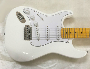 ストラトタイプエレキギター1個 6弦22フレット ホワイトボディー 入門にも お手頃価格 光沢ボディ メープル バスウッド カッコイイ 楽器