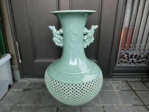 もZ7S 引き取り限定! 愛知県 青磁 細密透かし地 双耳鶴絵 壷 大壷 花瓶 花器 高さ約63cm 大型 在銘 花生 インテリア