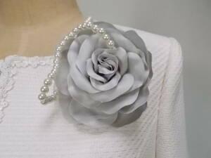 お花のコサージュグレー系薔薇バラ パールビジューフラワーコサージュ 2wayクリップとピンフォーマル小物 卒業式入学式入園式卒園式
