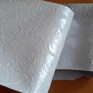 革ハギレ 薔薇型押し パールホワイト レザークラフト