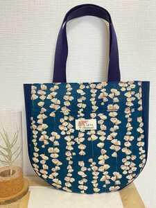 トートバッグ 丸底トートバッグ ハンドメイドバッグ 肩かけバッグ 布バッグ レディースバッグ 花柄 モーメント 花飾りフラワー柄