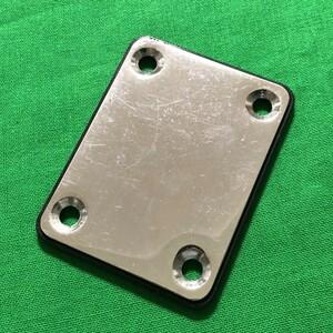 ネック バックプレート ストラト用 鉄+プラスチック 中古品 ギター パーツ 部品
