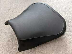アプリリア Aprilia 純正 RSV1000R Factory 純正シート ローシート ショップによるアンコ抜き加工品です
