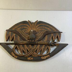 訳あり 裏にペンにて記載あり 海外 お土産品 パプア・ニューギニア 木製 木彫り 木彫 壁掛け インテリア 手作り 工芸品 中古