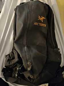 ARC'TERYX Arro 22 Backpack★リュックサック/バックパック/アークテリクス/アロー22/黒/通勤通学/アウトドア防水止水ジッパー