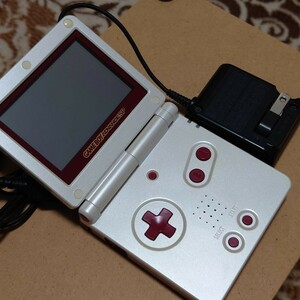 ニンテンドー ゲームボーイアドバンスSP ファミコンカラー 充電器付 任天堂
