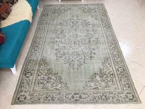 【カイセリ製】◆美品◆トルコ絨毯(1970 年代のヴィンテージラグ◆花柄◆ウール◆手織り)174 x 285 cm