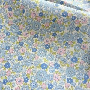 はぎれ生地(153) 約25㎝×110㎝ 綿100  水色ピンク 花模様 美品
