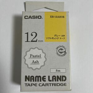 カシオ ネームランド パステルアッシ 12mm XR-12ASOE グレー文字.ソフトオレンジテープ バーコード4549526700569