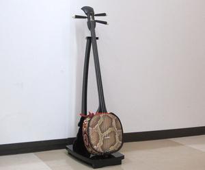 三線 蛇皮 琉球和楽器 沖縄楽器 ハードケース/スタンド付き 中古品 現状出品 三味線