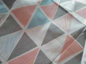 北欧風*フラッグタイル*生成り 入園入学準備に 150cm幅 綿麻 コットンリネン/三角/トライアングル/ はぎれ ピンク ブルー