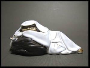 達磨像 寝そべりダルマと鳥 置物 陶磁器 だるま 小鳥 人形 19cm×8cm