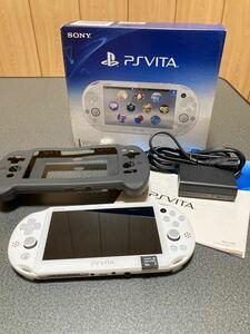 PS Vita Wi-Fiモデル PCH-2000 ホワイト シリコンケース、8GBメモリーカード付