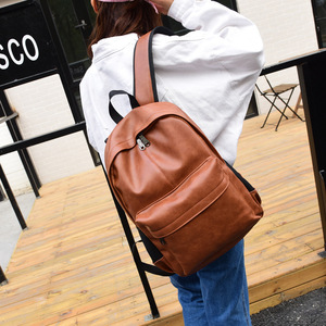 男女兼用 レザーリュック ノートPC バック 鞄 ポケット多数 ブラウン