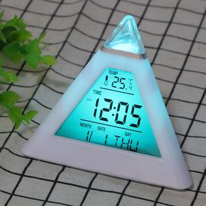 最安☆彡デジタル アラーム 時計 温度計 バックライト 変更 永久カレンダー カラフル コーンピラミッドスタイル 家の装飾 ランダム