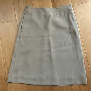 【美品】ONWARD樫山のボックススカート。オフィスにぴったり。wool 100%の薄手のしっかりとしたベージュ生地です。
