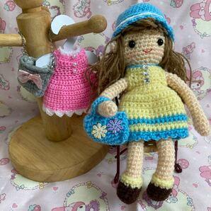 1点もの!編みぐるみの着せ替えが出来る女の子の人形、ワンピース2、帽子、靴、バッグ2点付き ハンドメイドの手編み品
