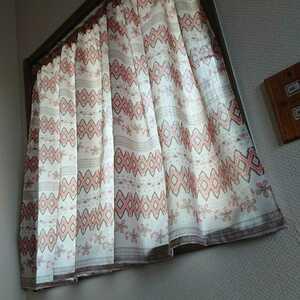 《 送料無料 》カフェカーテン*ハンドメイド*暖色系*淡いベージュ&淡いオレンジ色*幾何学模様&花柄*ポリエステル*広幅*模様がえ