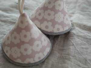 ハンドメイド 三角鍋つかみ 花柄 ピンク くすみカラー 鍋つかみ ミトン ストウブ ルクルーゼ