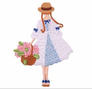 可愛い女の子 刺繍アイロンワッペン