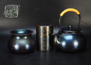 【治】玉川堂造 鎚起銅製 紫金色鎚目紋湯沸・茶筒・建水三点一括☆茶器揃 茶道具 NY402