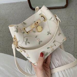 【ホワイト】花柄 ショルダーバッグ ハンドバッグ 2way パステルカラー ミニバッグ レース 巾着風 お洒落 大人可愛い 白色