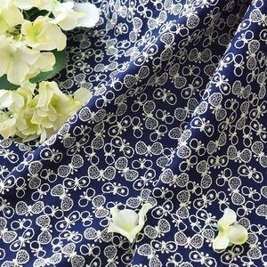 最安値で紺色棉麻蝶々刺繍生地ハギレインテリア生地 はぎれ