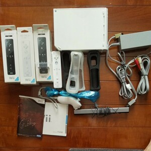 Wii 、リモコン4本、ヌンチャク ソフト2
