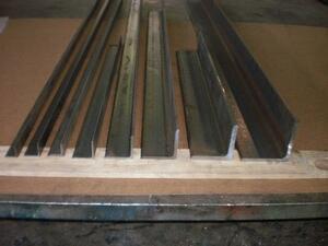 鉄 等辺アングルL形材(材質SS400)黒皮材 寸法 切り売り 小口 販売加工 F40