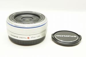 【アルプスカメラ】美品 OLYMPUS オリンパス M.ZUIKO DIGITAL 17mm F2.8 パンケーキレンズ シルバー マイクロフォーサーズ用 210812c
