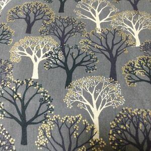 北欧系木々の柄 森の木 ラメ入り 巾55×50センチ はぎれ カットクロス はぎれ