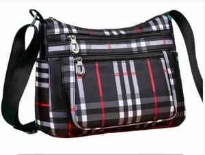 レディースショルダーバッグ 黒メイン 新品 チェック 大容量 軽量 防水バッグ レディースバッグ おしゃれバッグ