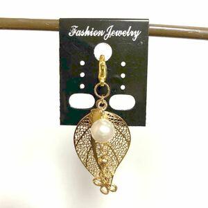 ハンドメイドチャーム(10)高級人工真珠 高品質銅製品 リーフ 四葉のクローバーチャーム 秋色 約5.3cm ニッケルフリー