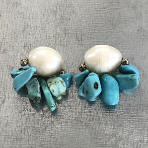 淡水パールとターコイズさざれ ピアス ターコイズブルー パールホワイト 青 白 真珠 さざれ石 夏 天然石ヴィンテージ 風Z001