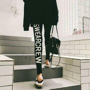 レギンス ヨガ スパッツ ストレッチ バックプリント 英字ロゴ スキニパンツ ストレッチ素材 綿 黒 ブラック 細見え効果