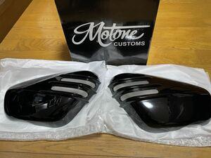 Motone Ventura Ribbed Side Panels - Gloss Black トライアンフボバー用サイドパネル