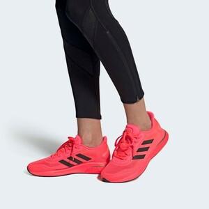 人気 美品 adidas スーパーノヴァ 27 ブースト 高機能クッショニングランニングシューズ アディダス