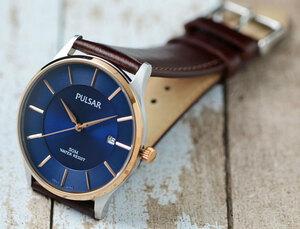 逆輸入セイコーPULSARシンプルで飽きの来ないデザイン50m防水 美しいサファイアブルー 腕時計 本革ベルト メンズ 激レア日本未発売