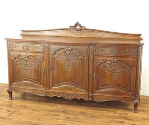 サイドボード 幅221×奥63×高132cm 猫脚 重厚な雰囲気 繊細で美しい彫刻 収納家具 本物フランスアンティーク家具 63329a
