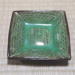 現川焼 横石臥牛作 緑釉刷毛目角皿 長崎県重要無形文化財