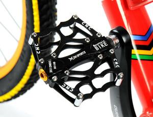 アルミ合金製 自転車 ペダル 軽量 フラットペダル マウンテンバイク 強耐久性 幅広 スリップ防止 左右セット 5色選べる