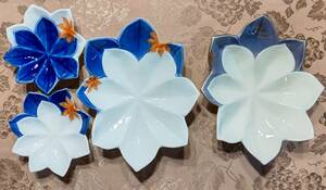 宮内庁御用達 深川製磁 天青の紅葉 楓彫刻皿(16㎝×14.5㎝×4㎝)2枚、盛鉢(26㎝×21㎝×6㎝)2枚 図柄違い4種類4枚セット レア