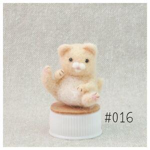 脚を広げて座る猫 クリーム色 ハンドメイド 羊毛フェルト016