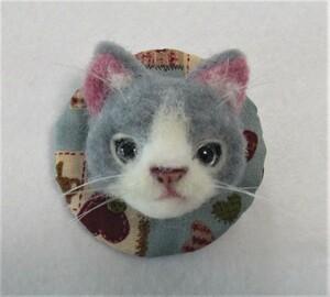 羊毛フェルト 猫 ブローチ グレー ハンドメイド 手作り 布バッグや帽子に♪